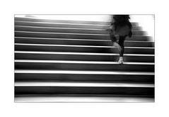 Die, die Treppe rauf rennt