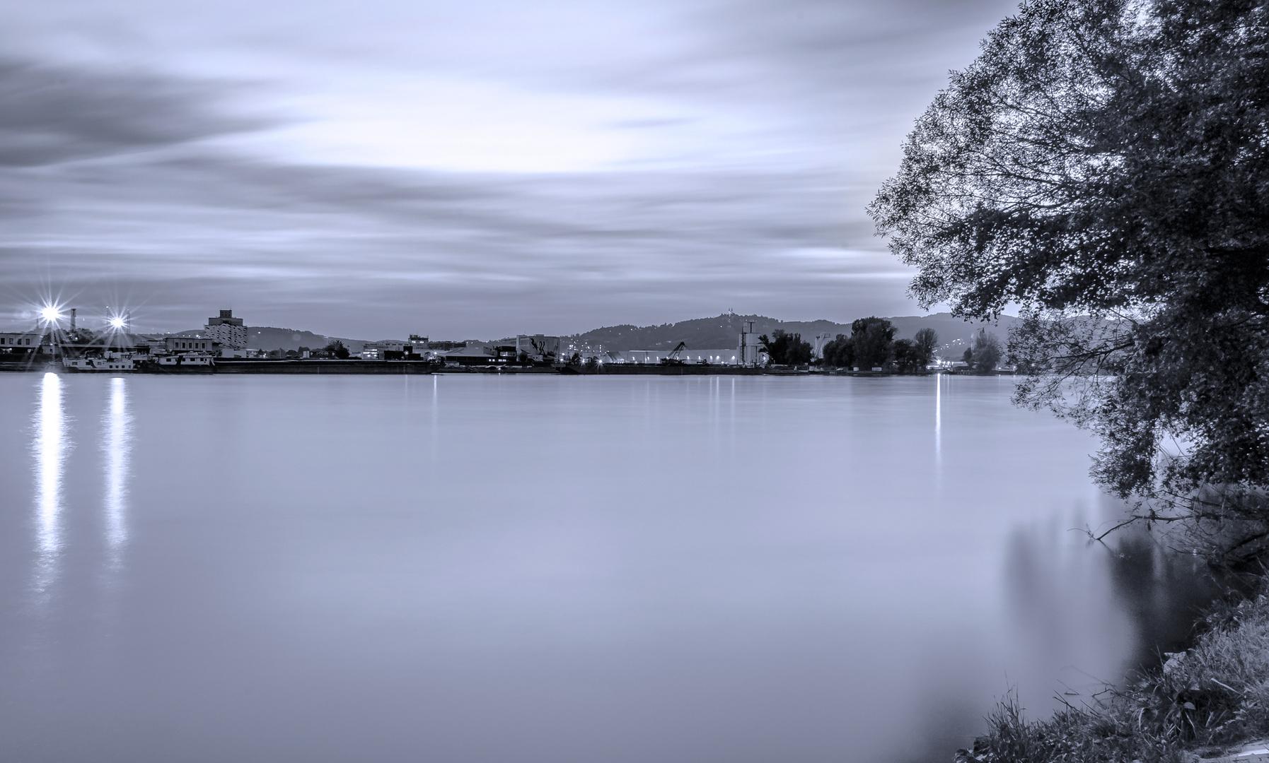Die Donau beim Linzer Hafen