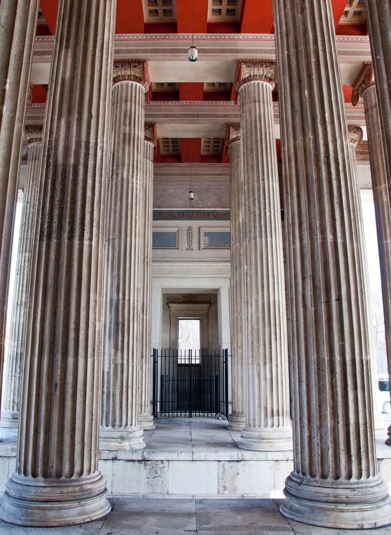 Die dorischen Säulen der Propyläen