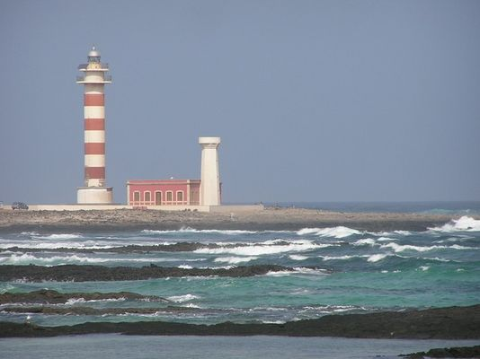Die drei Leuchtürme von Tostón an der Nordwestküste Fuerteventuras
