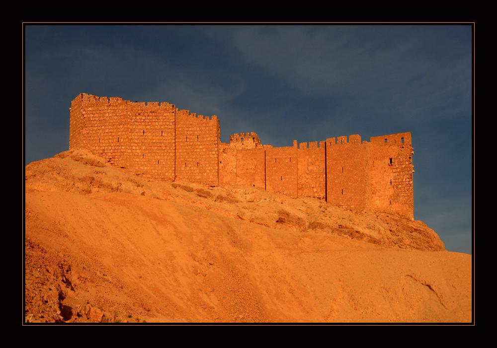 die Drusenburg von Palmyra im letzten Licht