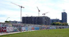 Die East Side Gallery an der Mauer in Berlin-Friedrichshain