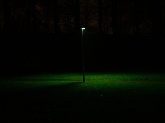 Die einsame Lampe am Weg