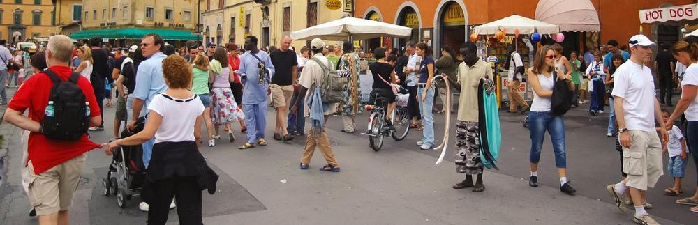 Die Einsamkeit des Gürtelverkäufers in Pisa