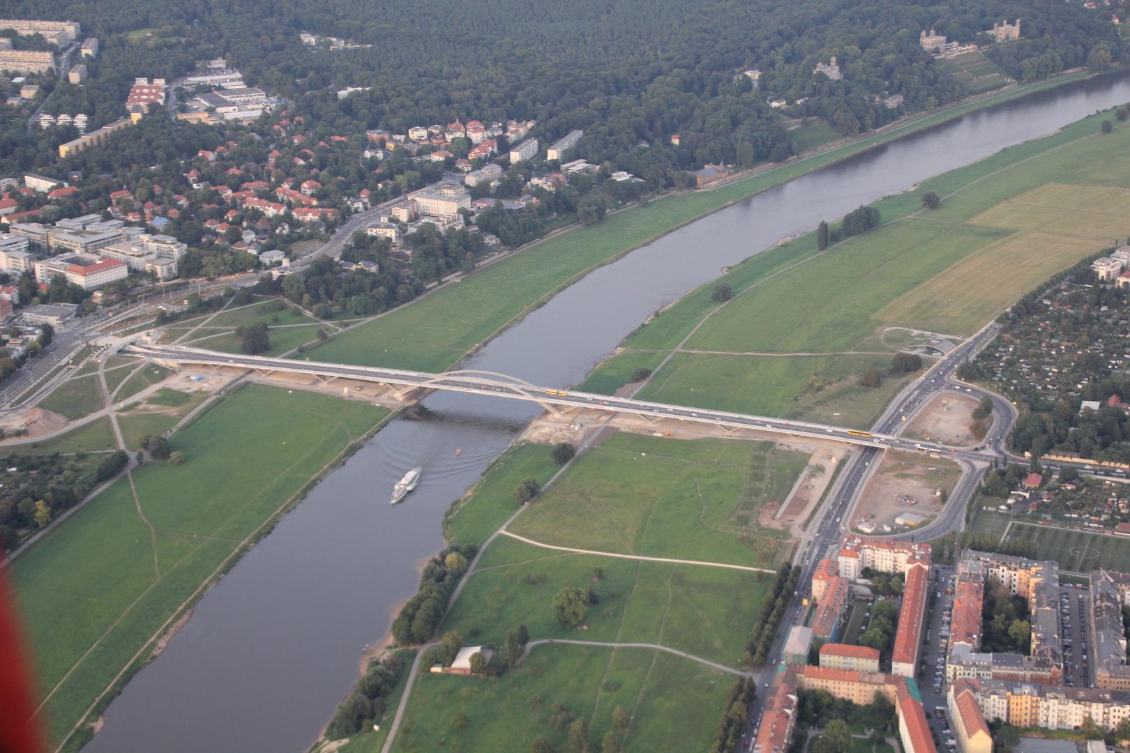 Die Elbe (Dresden) aus dem Ballon heraus