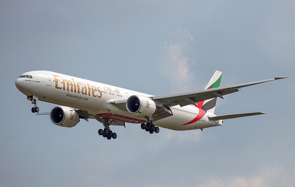 Die Emirates B777-31(H)ER im Anflug