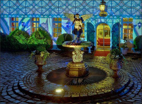 Die Engelsburg leuchtet ...
