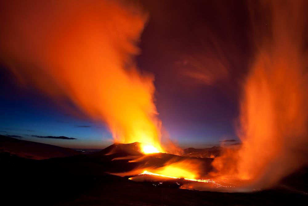 die Erde brennt beim Fimmvörðuháls