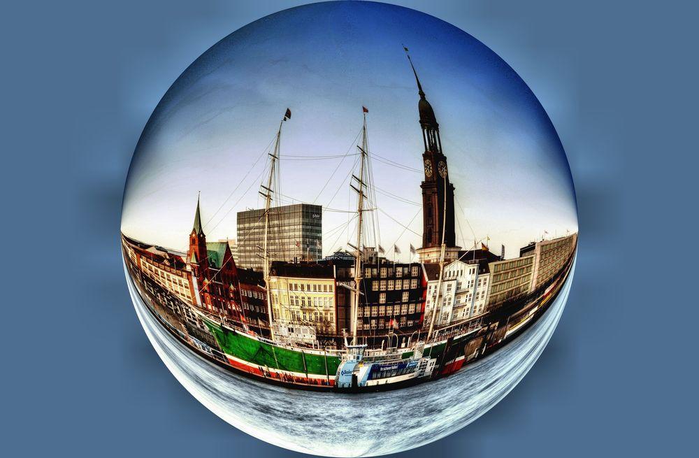 die Erde dreht sich ..... - Hamburg St. Pauli Landungsbrücken