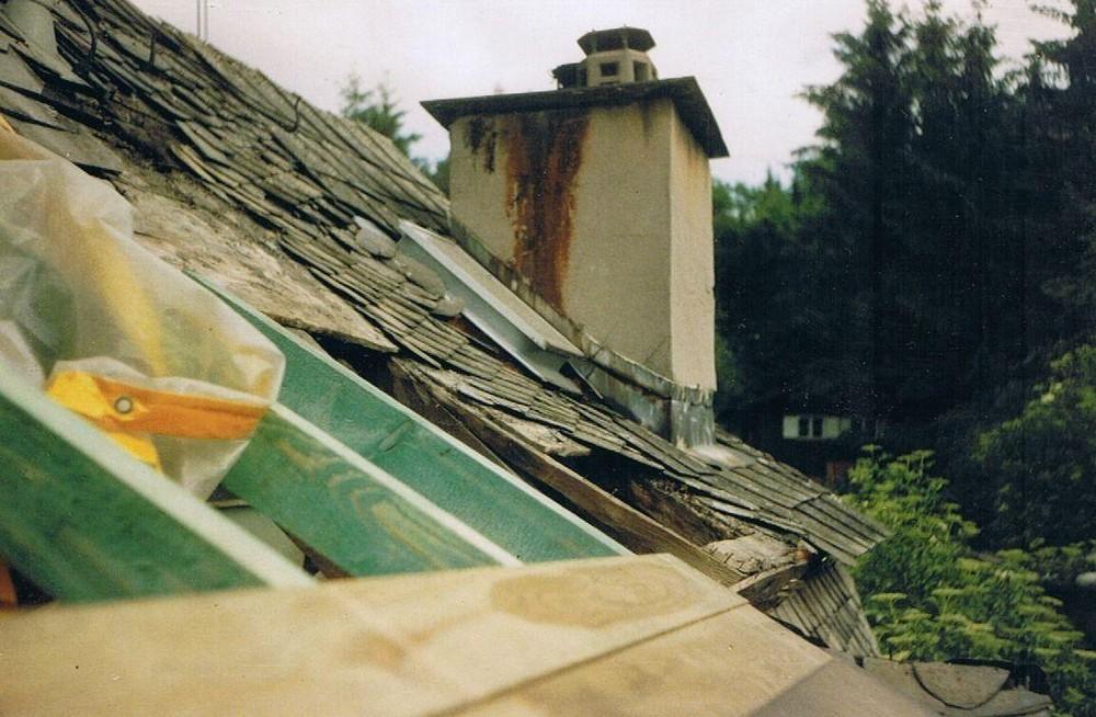 Die Erneuerung des Daches - La rénovation du toit