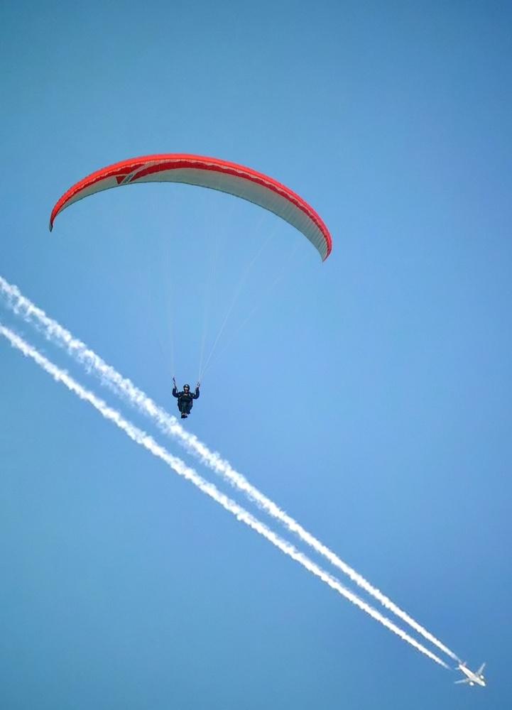 die Fallschirmspringerin