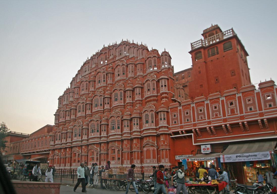 """die Fassade des """"Palastes der Winde"""" in Jaipur/ Indien"""