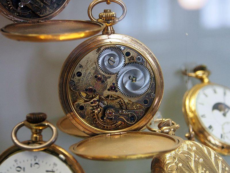 die Feinmechanik alter Taschenuhren