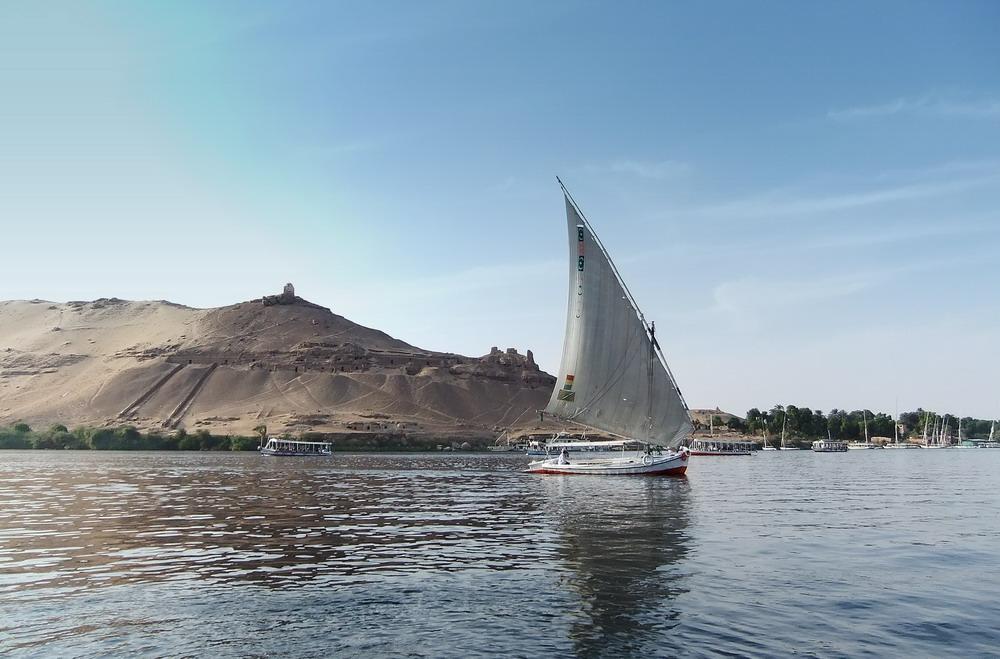 Die Feluken sind ein wichtiges Transportmittel auf dem Nil.....