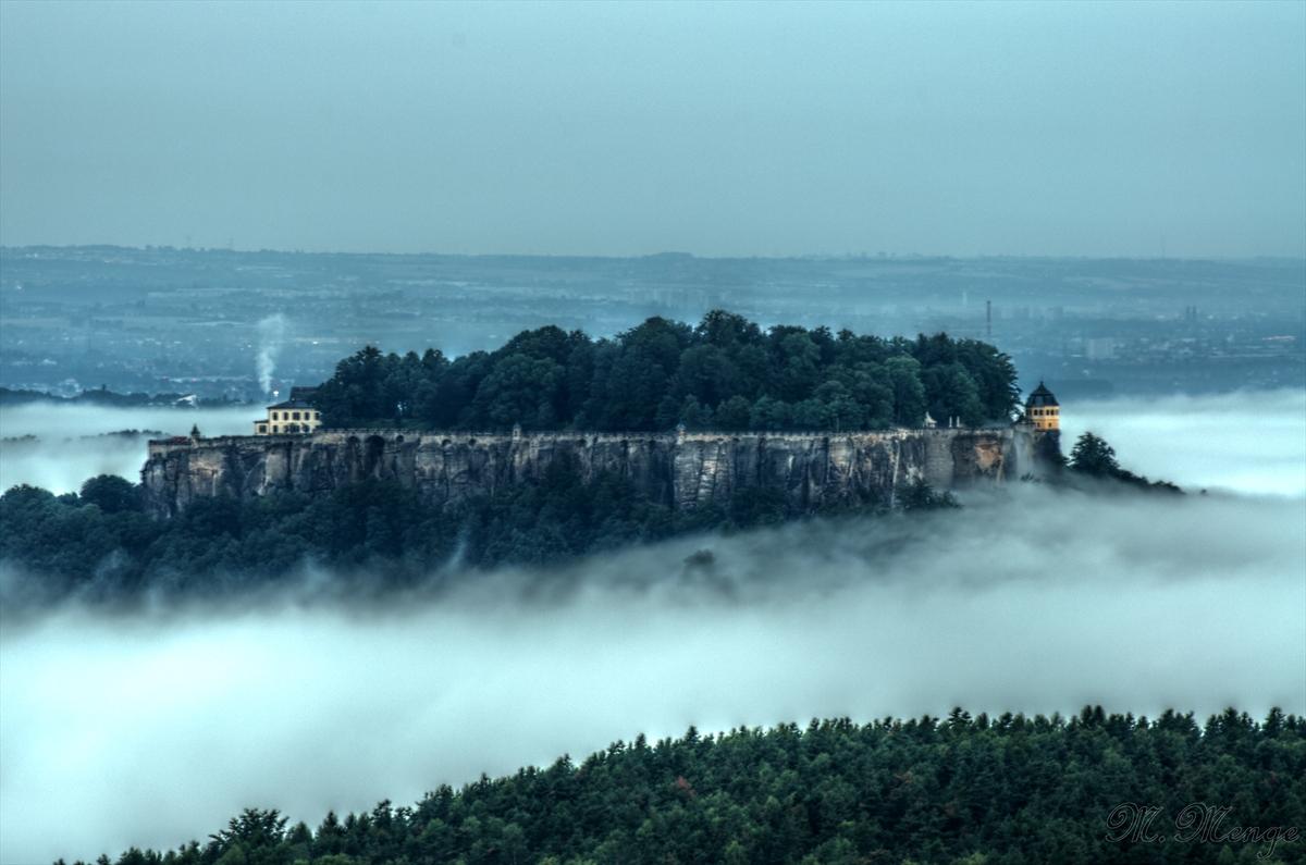 Die Festung Königstein im Nebel