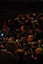 Die Fotografen stürmen auf die Stars