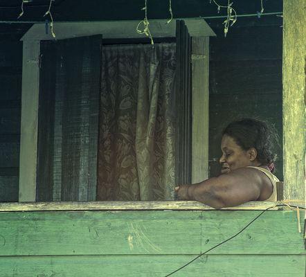 die Frau am Balkon