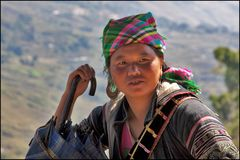 Die Frau am Berg Sa Pa/ Vietnam