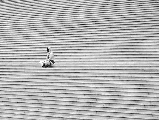 Die Frau auf der Treppe