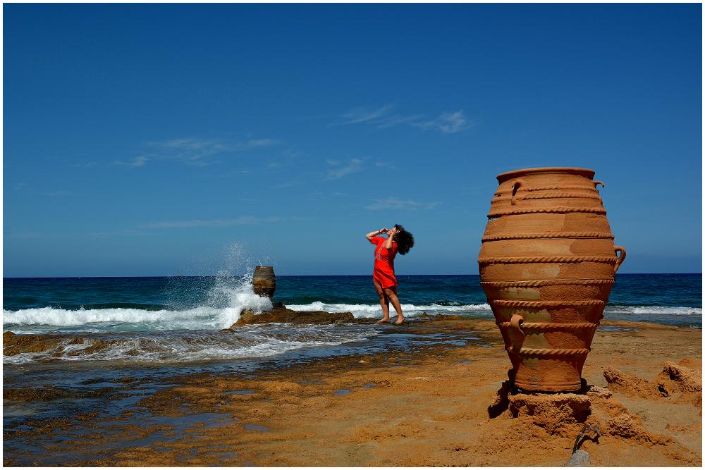 Die Frau in Rot (Malia-Beach, Kreta)
