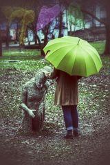 Die Frau mit dem Regenschirm;  meint zu träumen (30)
