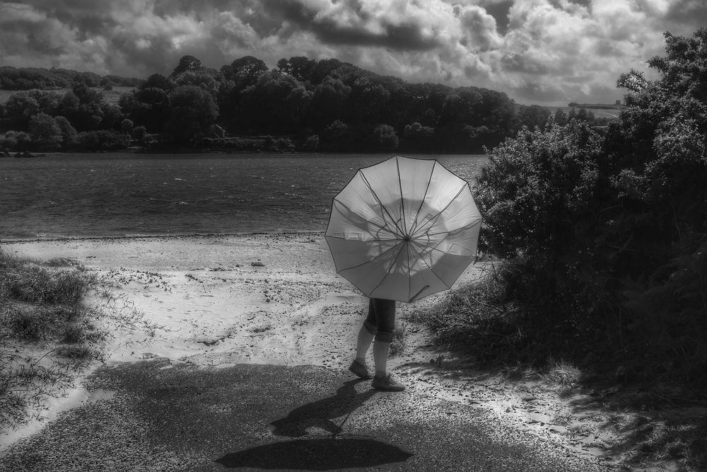 Die Frau mit dem Regenschirm, muss umkehren!