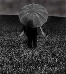 Die Frau mit dem Regenschirm........findet einen Weg!