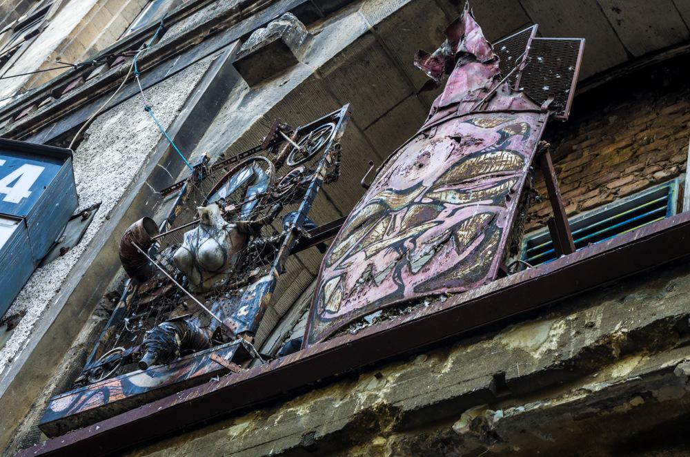 Die Galionsfiguren des inzwischen gesunkenen Schiffs - Tacheles