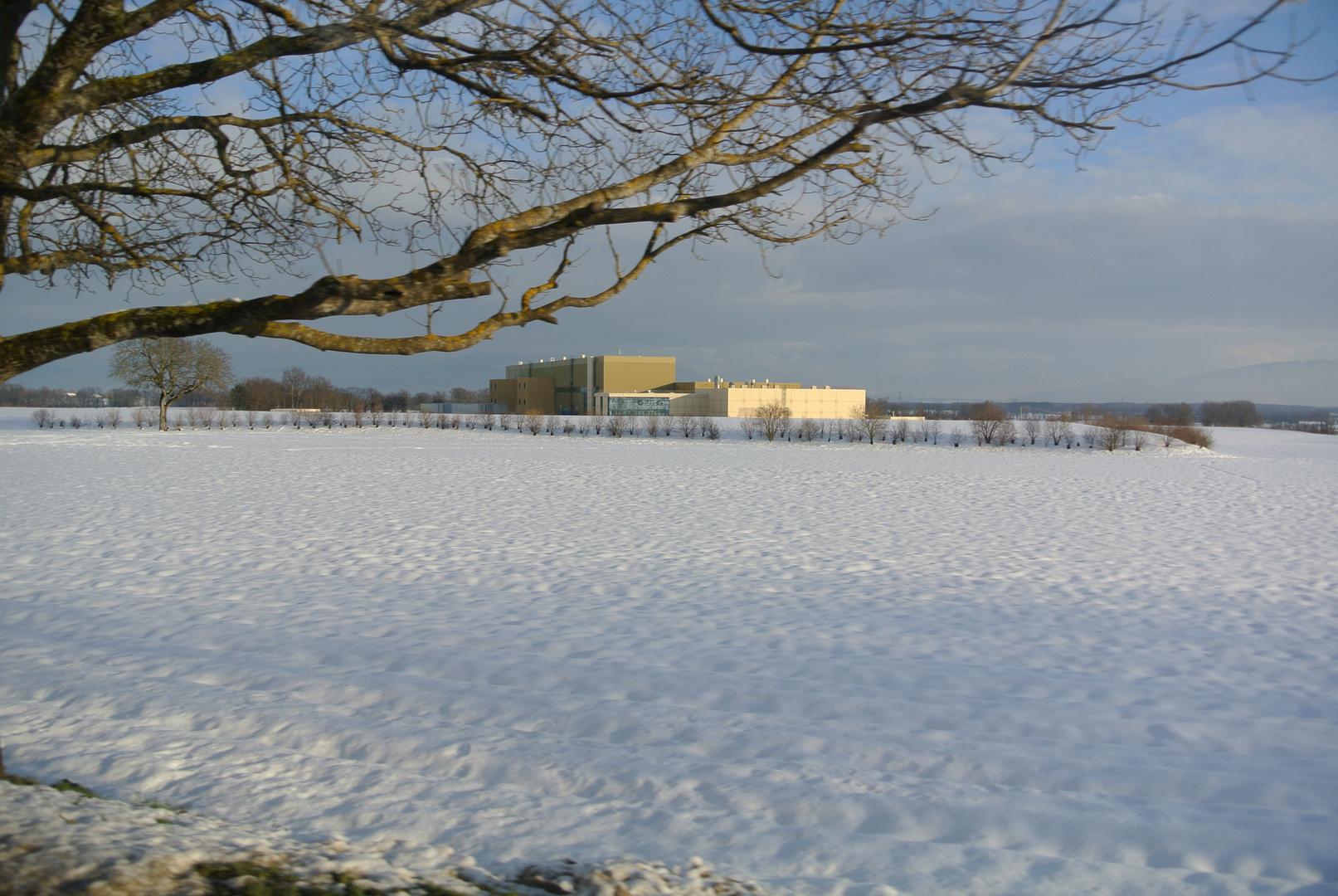 Die Gebäude des CMS Projekts in der Winterlandschaft