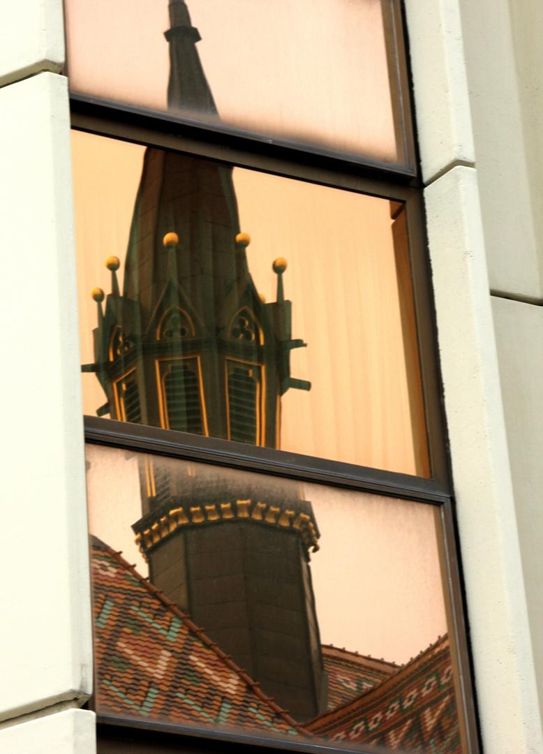 Die gespiegelte Matthiaskirche (in Budapest)