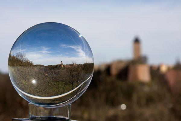 Die GlaskugelSaison ist eröffnet: hier Burg Giebichenstein