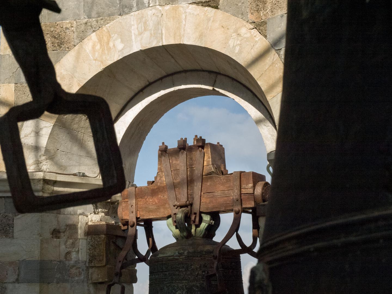 Die Glocken des schiefen Turms