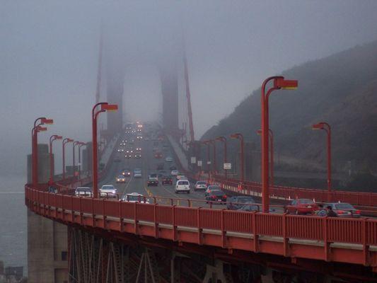"""Die """"Golden Gate Bridge"""" im Nebel"""