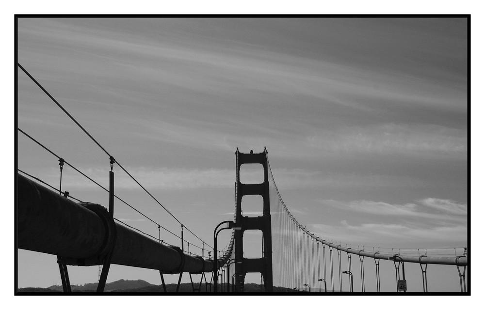 """die """"Golden Gate"""" mal anders -sieht irgendwie windschief aus-"""