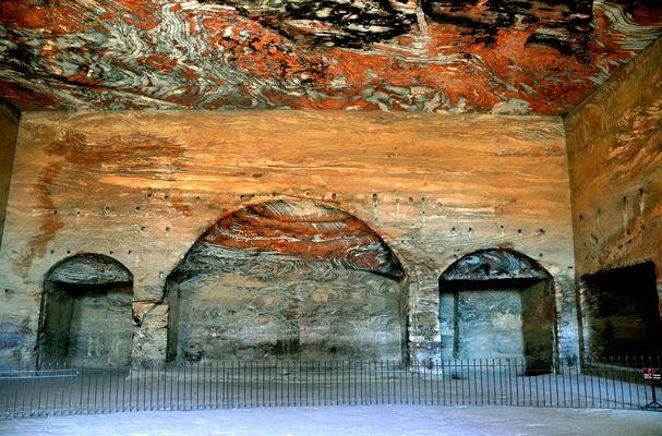 Die Grabkammer im Urnengrab in Petra
