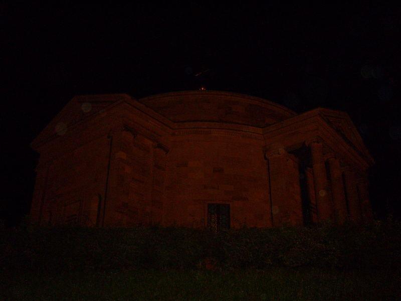 Die Grabkapelle bei Nacht