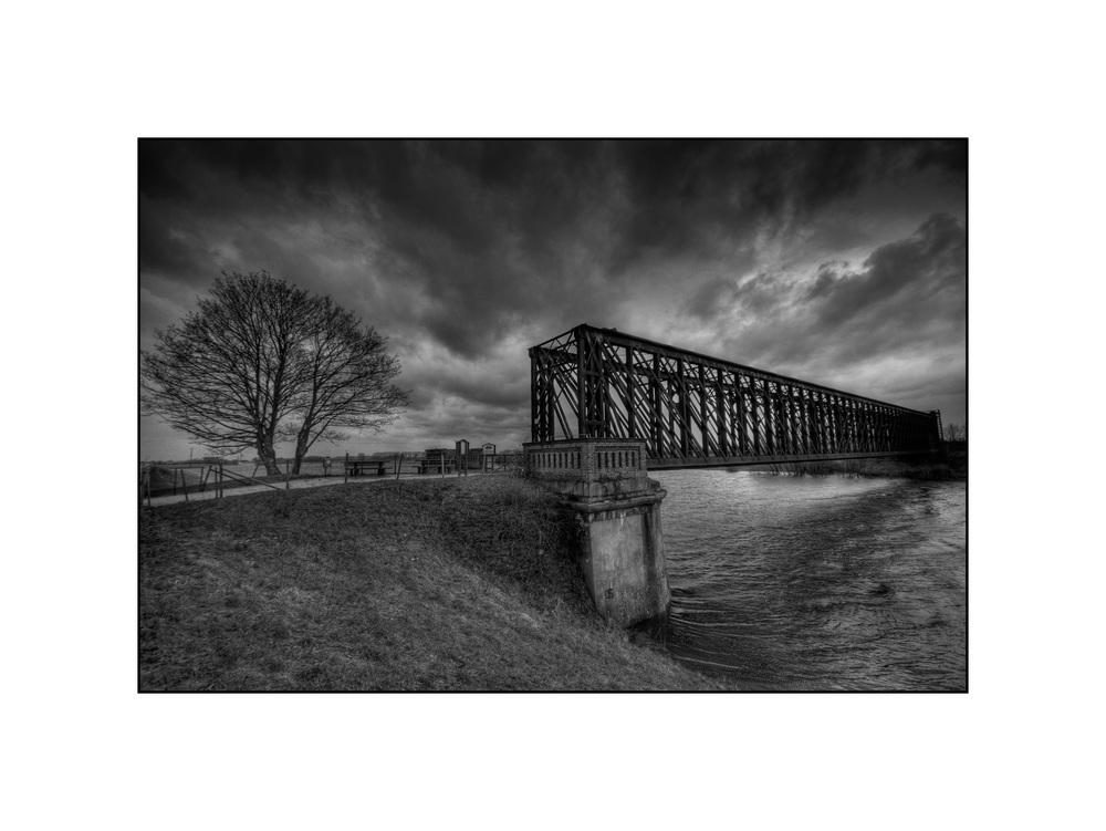 Die Griethausener Eisenbahnbrücke