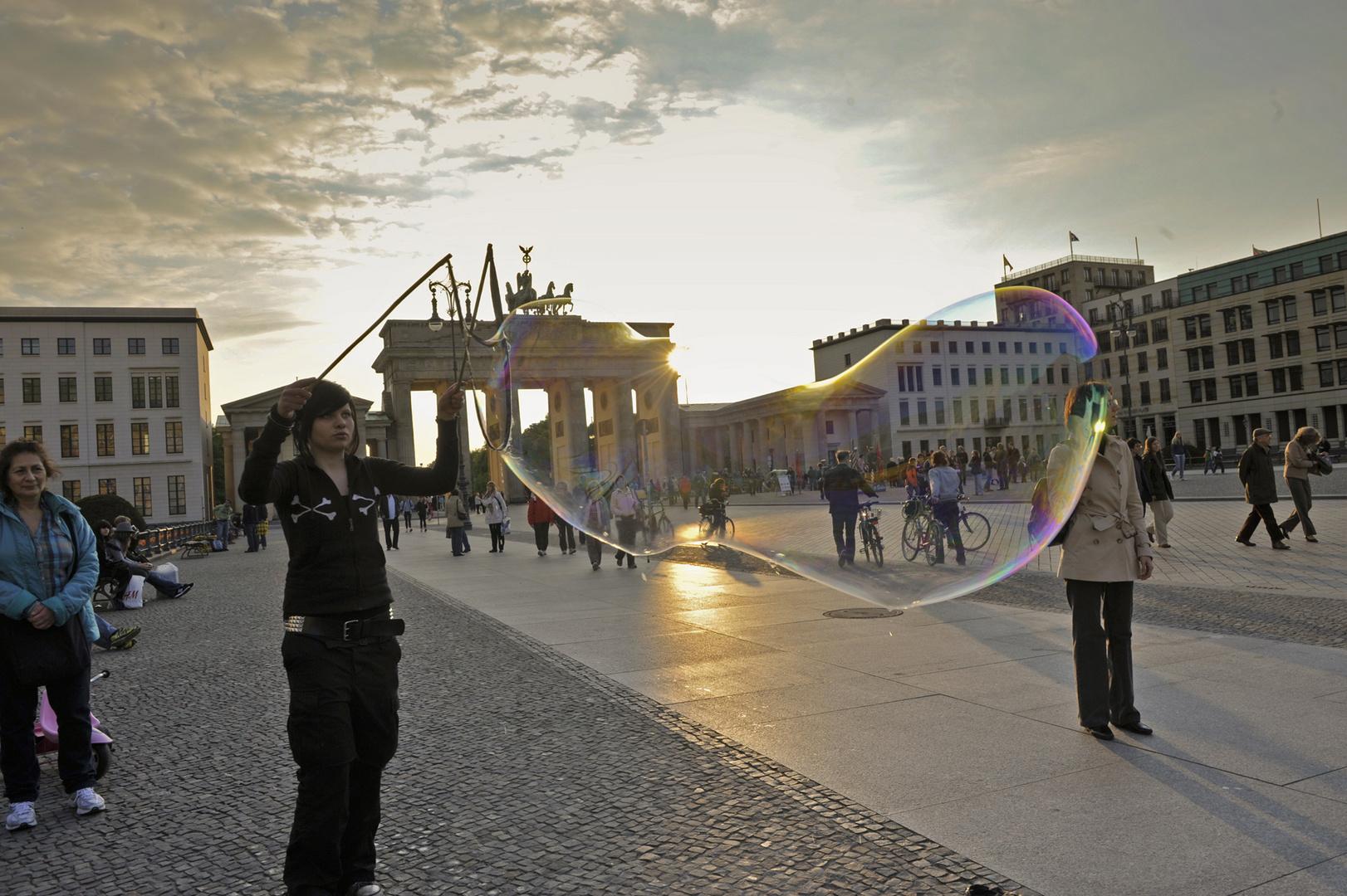Die große Blase am Brandenburger Tor