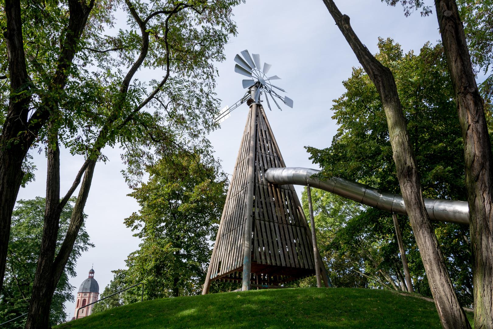 Die große Rutsche auf dem Mainzer Windmühlenberg, wo früher eine richtige Windmühle stand