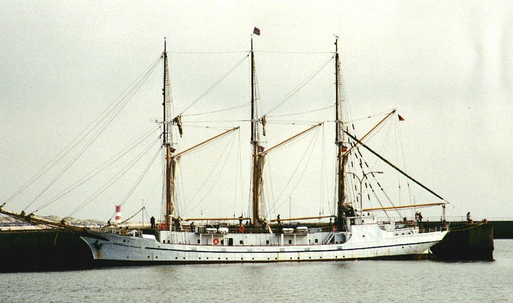 Die Großherzogin Elisabeth im Hafen von Helgoland