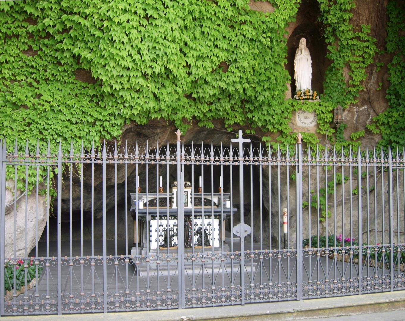 Die Grotte von Lourdes im Vatikan