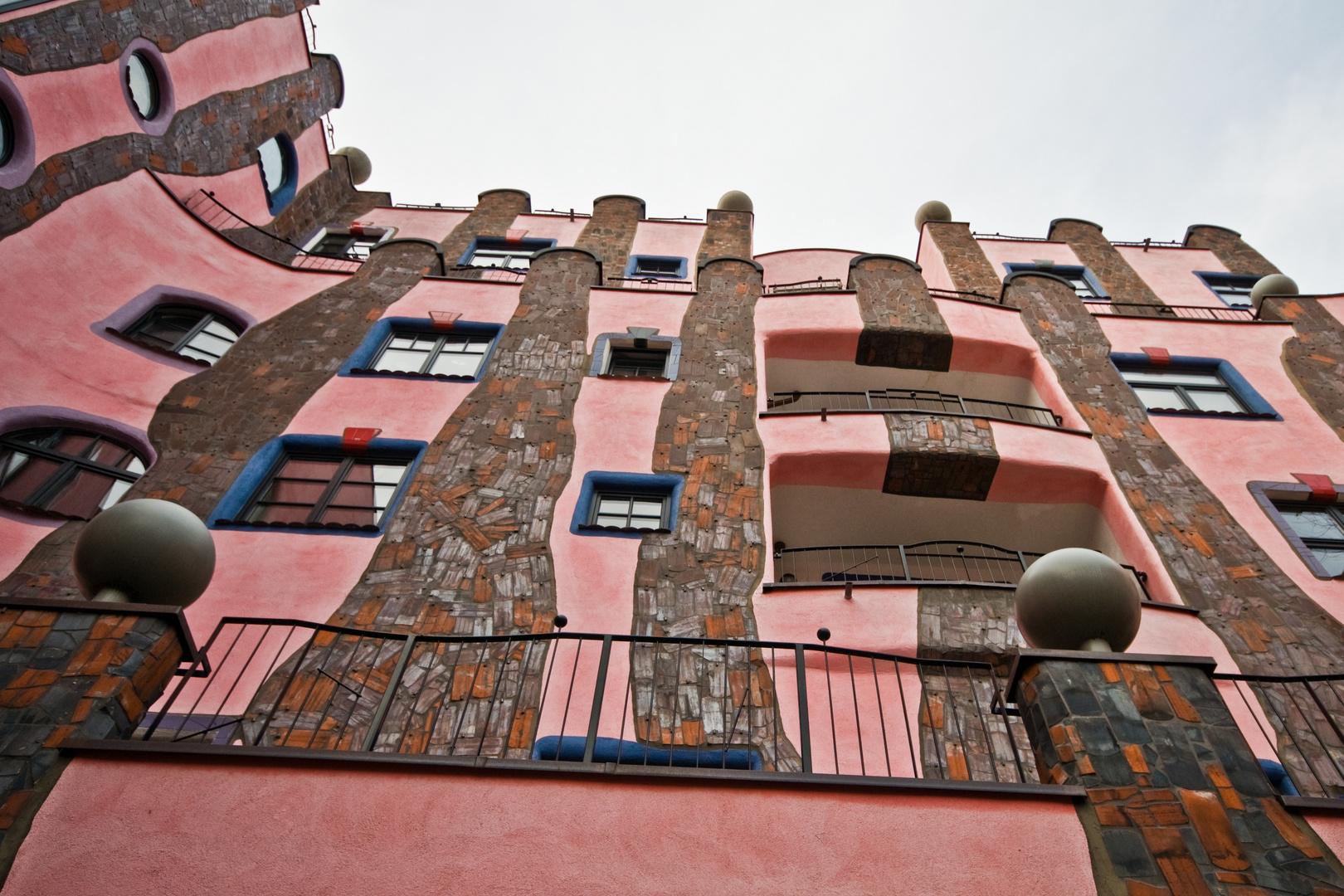 Die Grüne Zitadelle von Magdeburg entworfen von Friedensreich Hundertwasser.
