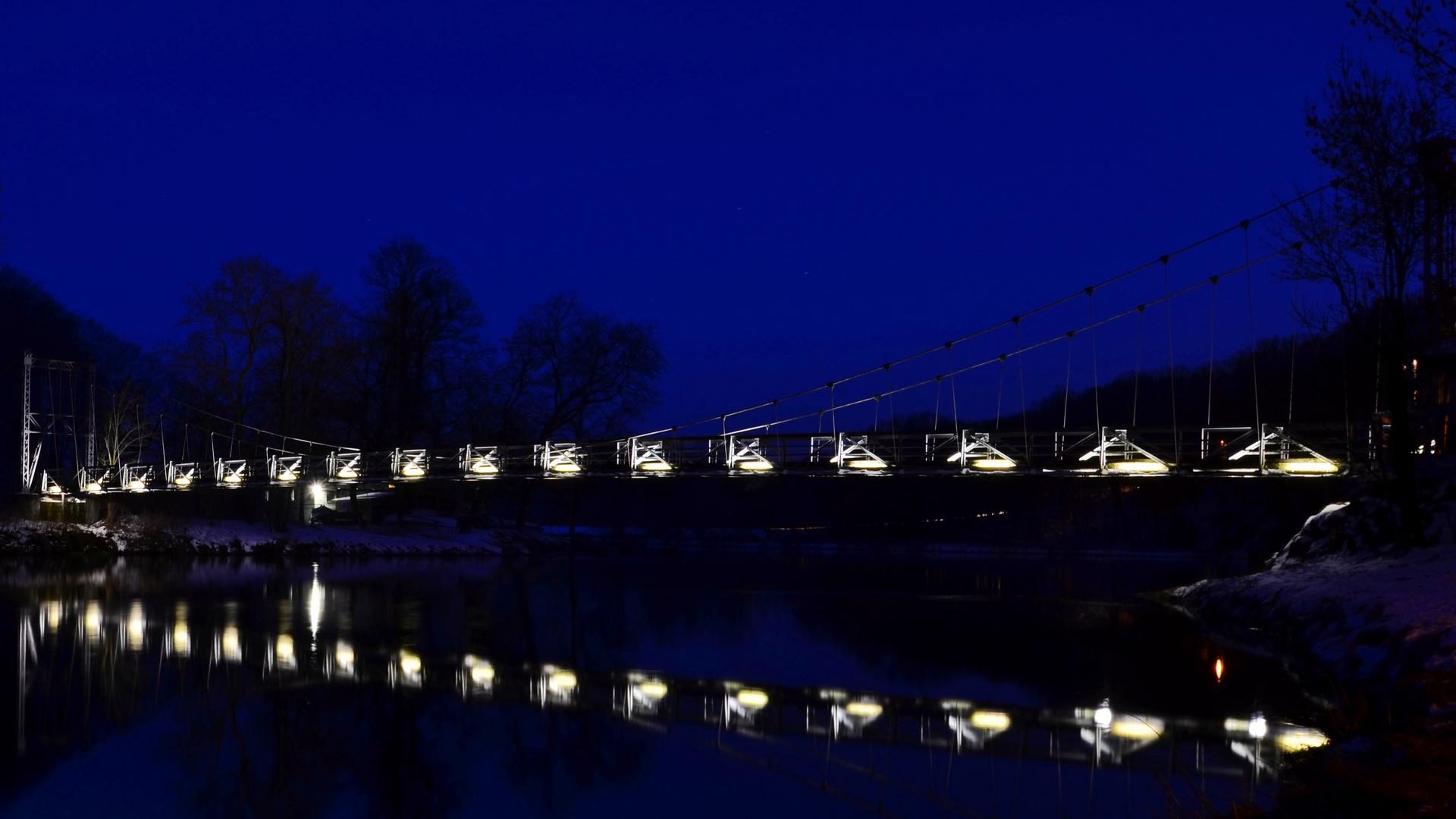 ... die Hängebrücke