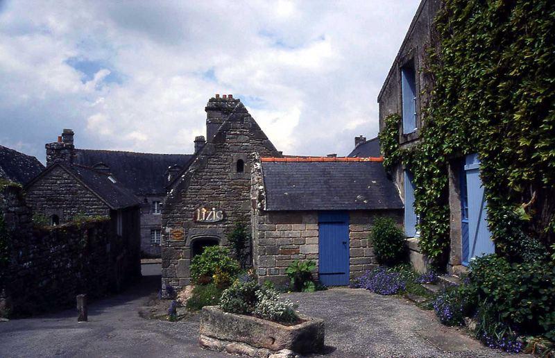 Die Häuschen mit den blauen Türen in Locronan
