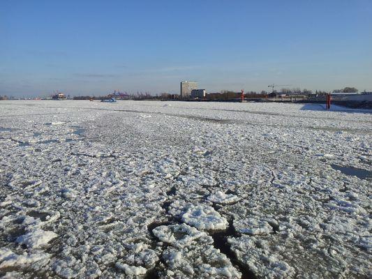 Die Hamburger Elbe im Winter 2011/2012