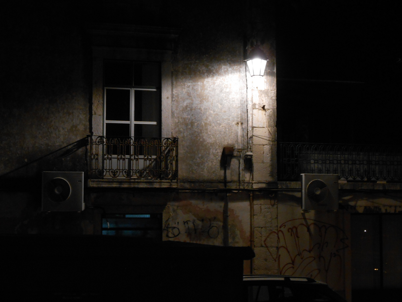 Die Hauswand und die Laterne