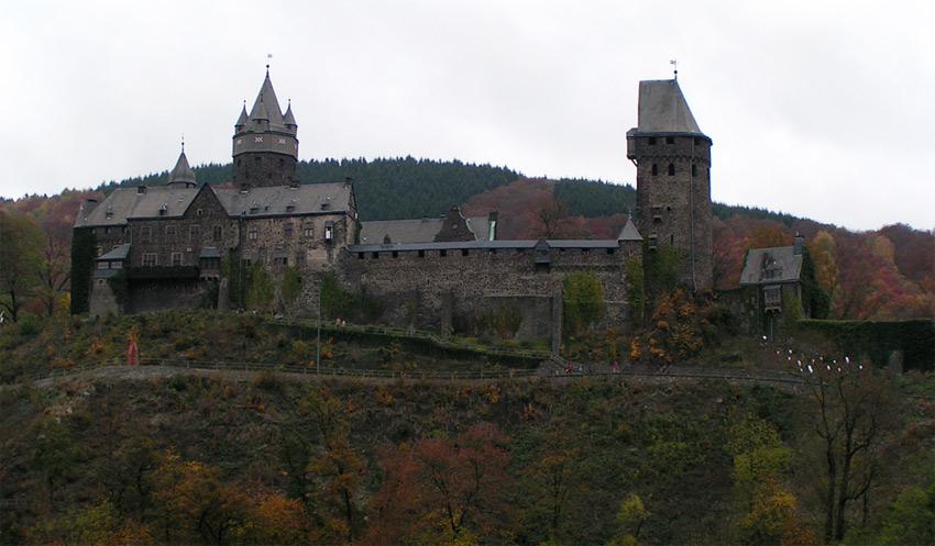 Die herbstliche Burg Altena