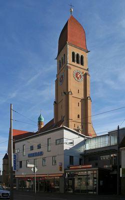 Die Herz-Jesu-Kirche und das Kaufhaus Konrad