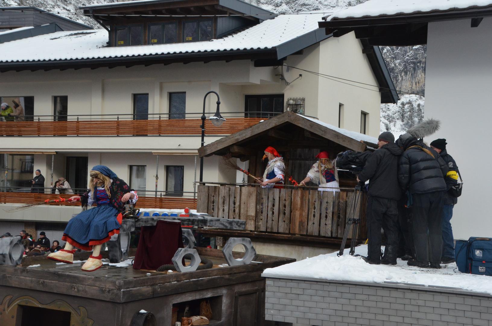 Die Hexen und der ORF...Begegnung am Hausdach