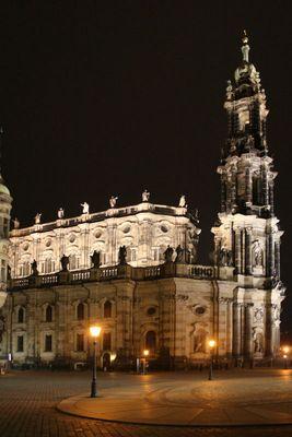 Die Hofkirche bei Nacht